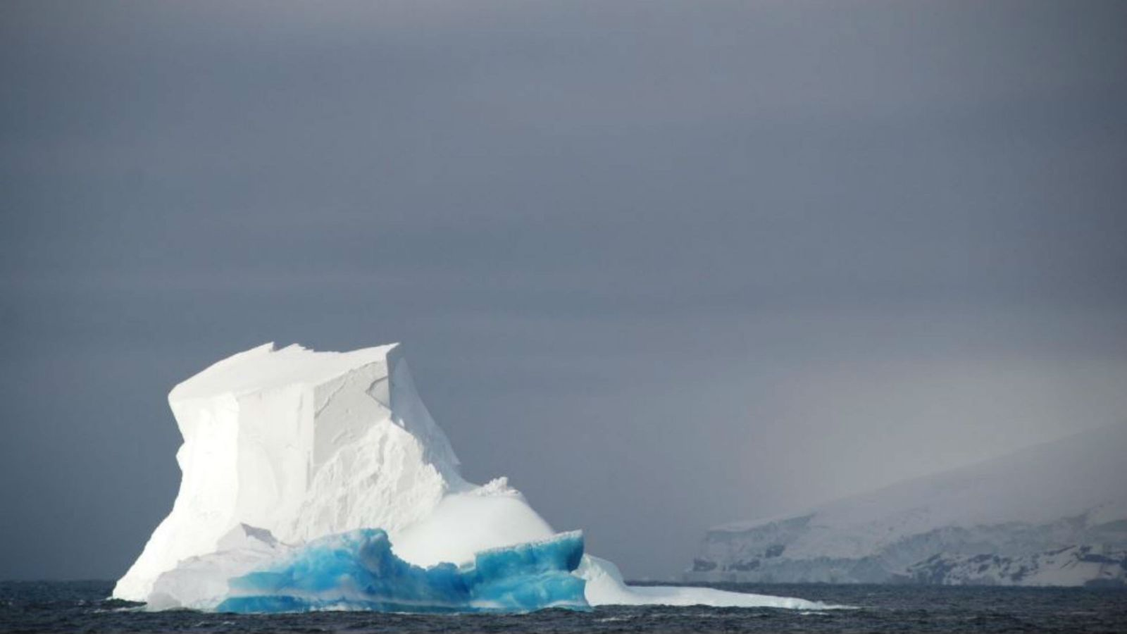 A iceberg from the East Antarctic Ice Sheet. Photo by Dr Christina Riesselman.