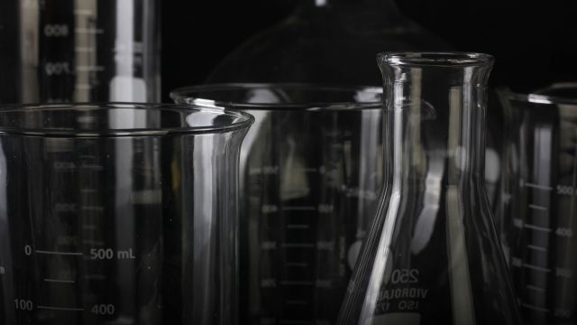 Photo of clear glass measuring cups