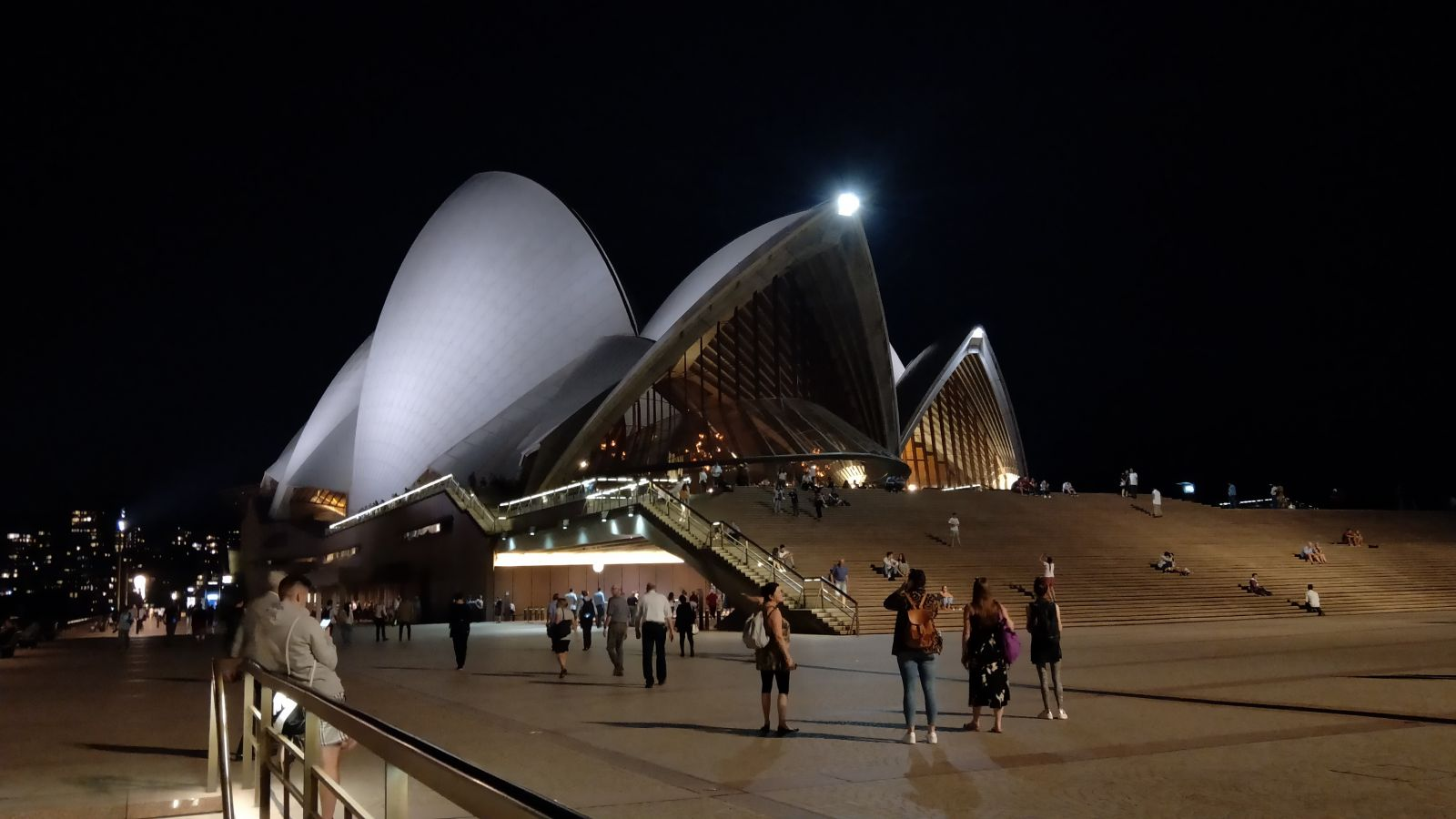Students visit the Sydney Opera House.