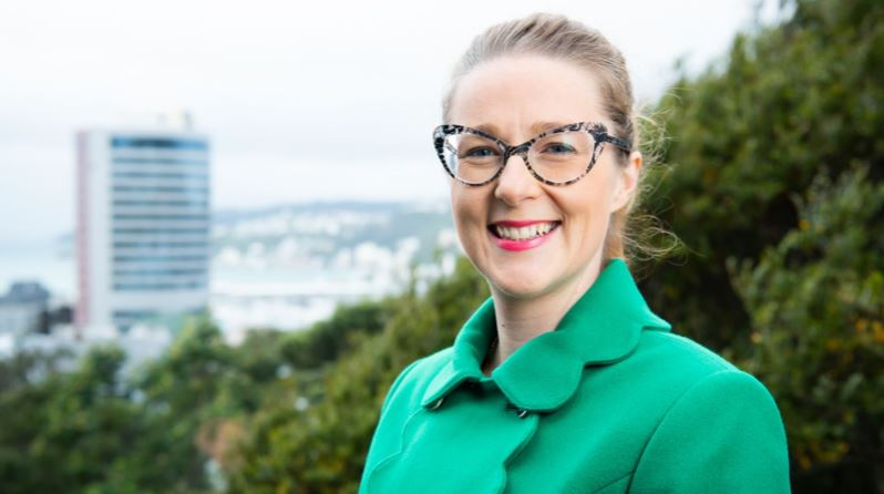 A profile image of Dr Holly Winton.