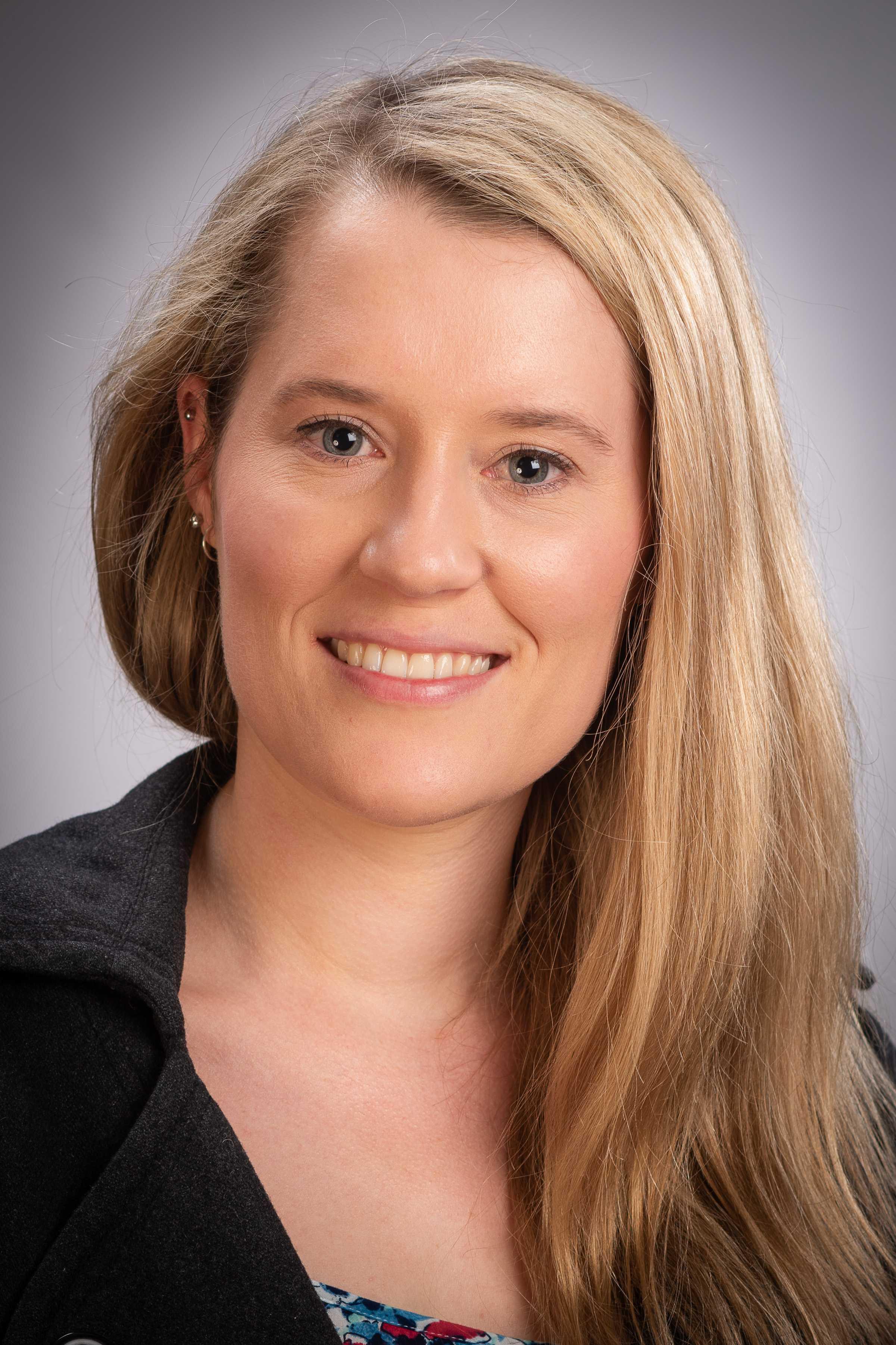 Rebecca Olsen profile-picture photograph