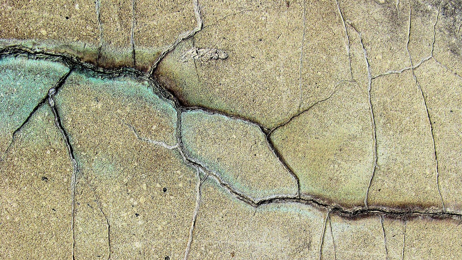 Close up of brown ground with various cracks resulting from earthquake