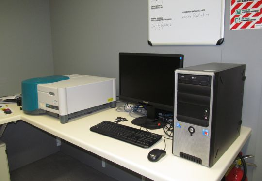 Cary photoluminescence spectrometer