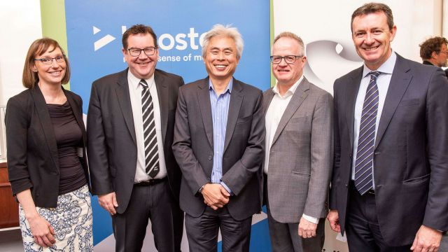 Left to right, Viclink Chief Executive Officer Dr Anne Barnett, Minister of Finance the Hon. Grant Robertson; Booster Managing Director Allan Yeo, Booster Executive Chairman Paul Foley and Victoria University of Wellington Chancellor Neil Paviour-Smith.