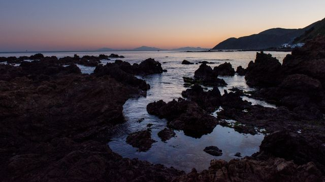 South Wellington coast – A rocky shoreline at dusk.