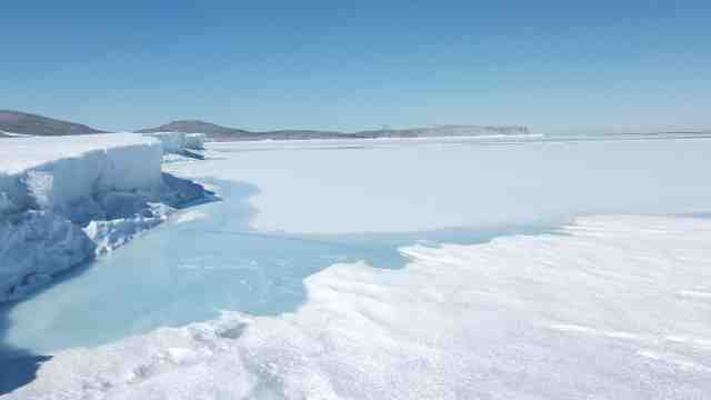 An image of an ice sheet and sea level.