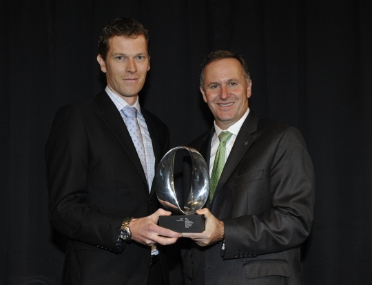 Rob McKay accepts his award from Prime Minister Hon John Key