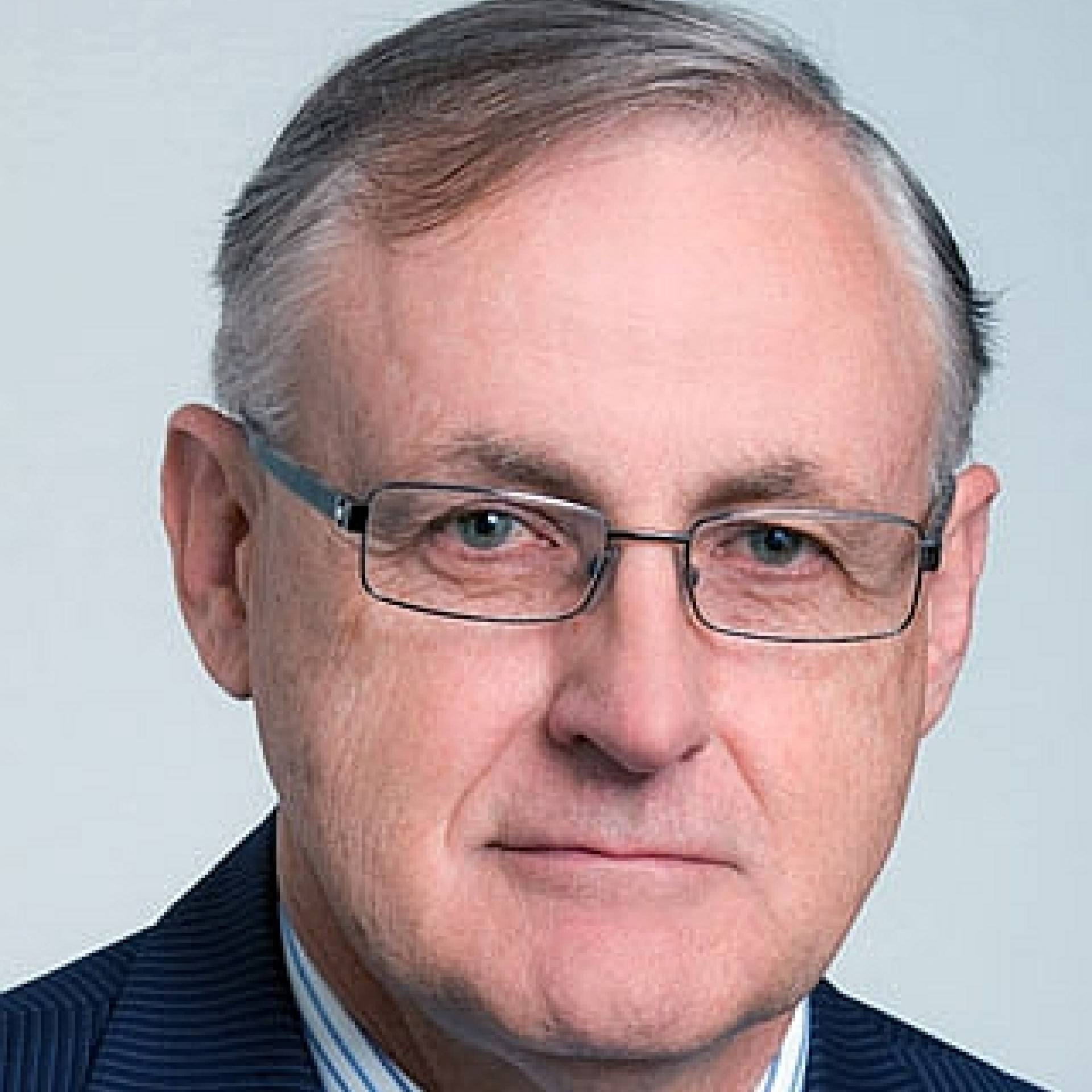 Dr Alan Bollard profile-picture photograph
