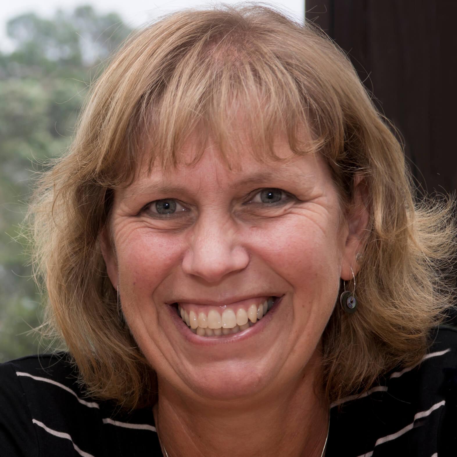 Elaine Mossman profile picture photograph