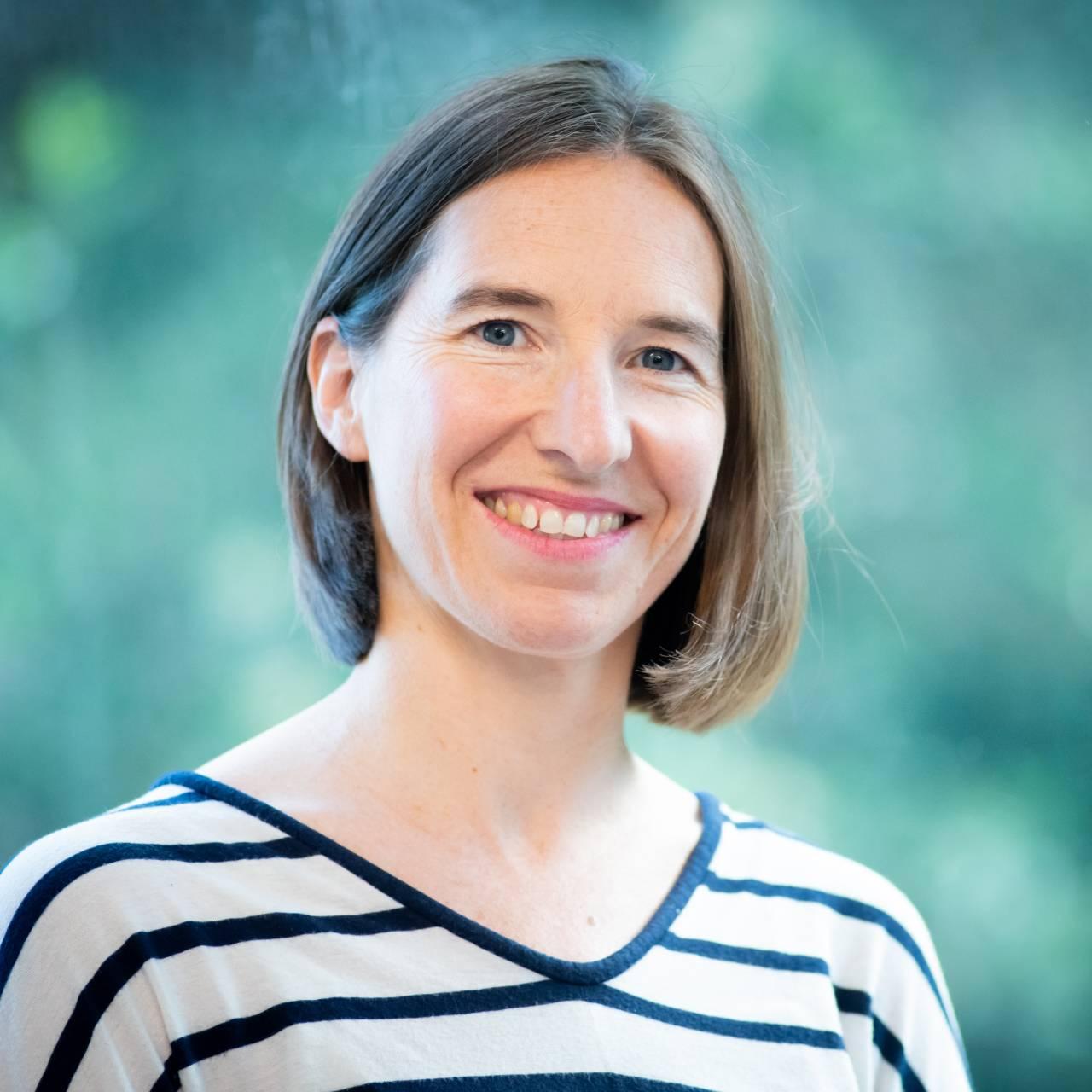 Fiona Barker profile picture photograph