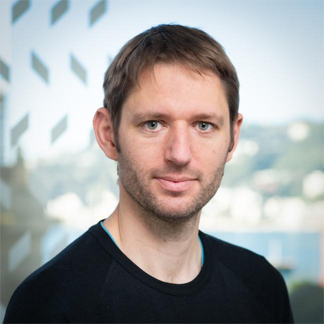 Dr Jan Feld profile-picture photograph