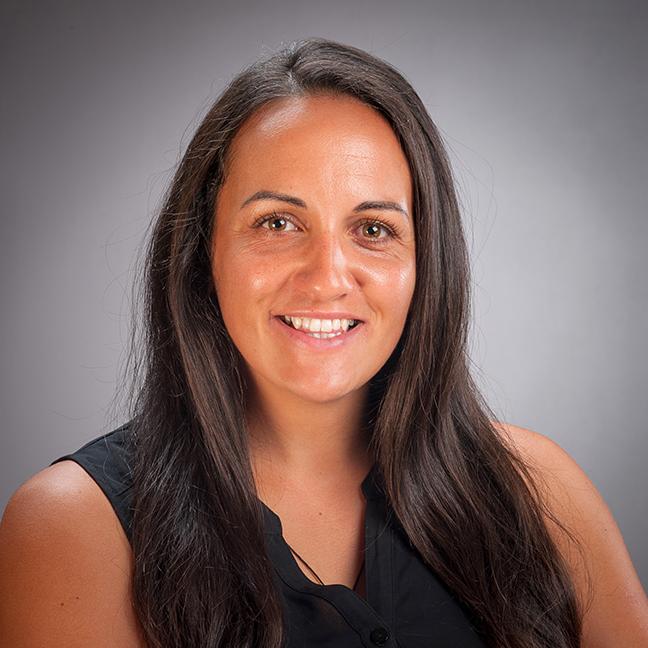 Lara Andrews profile-picture photograph