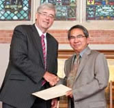 Prof. Yoong receives award from VC Pat Walsh
